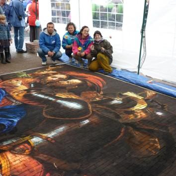 'Bacio di Giuda' Copy from Caravaggio Chalk on pavement CCAM group: Ketty Grossi , Luigi Legno, Valentina Sforzini e Selica Trippini Medemblick