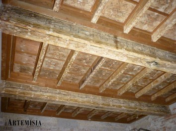Wooden ceiling decorated. Before restoration