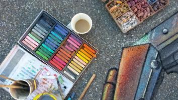 Chalk, sun, coffee, friend...nothing else!!!